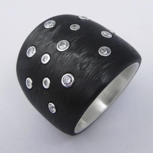 Carbonring mit Silber, Kundenbrillanten im Sternbild gefasst