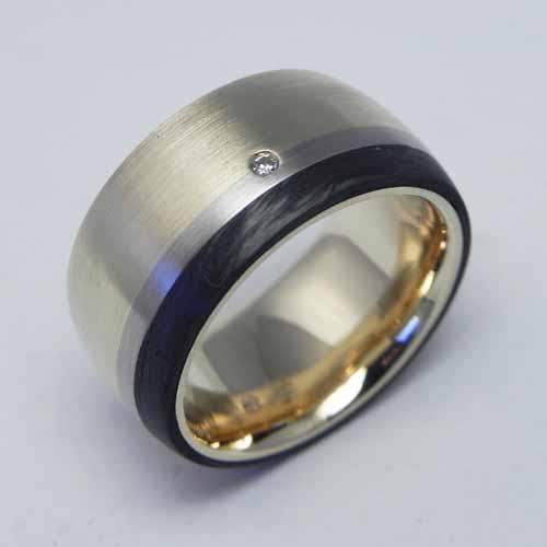 Ring aus Altgold vom Kunden mit Carbon