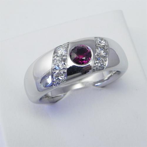 Umarbeitung, Ring aus Weissgold mit Kundensteinen