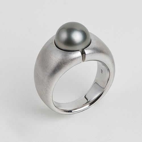 Ring aus 18 Karat Weissgold mit einer Tahiti-Perle Kundenanfertigung
