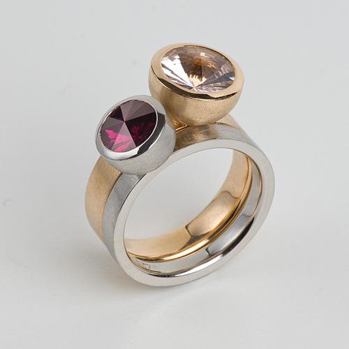 Ring aus 18 Karat Roségold mit einem Morganit im Spirit-Sun Schliff. Ring aus 950/Palladium mit einem Granat im Spirit-Sun Schliff. Die Ringe sind kombinierbar und auch mit anderen Farbsteinen erhältlich.