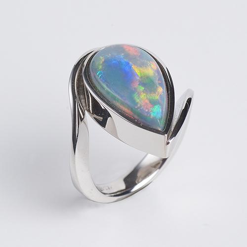 Ring aus 950/Platin mit einem Schwarzopal Kundenanfertigung