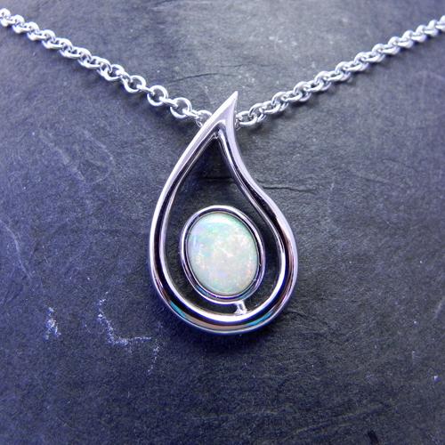 Anhänger aus Weissgold mit Opal, Anhänger wurde von meiner Kundin selbst angefertigt