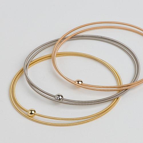 Niessing-Colette Armreifen mit zweifacher Wicklung. Die Armreifen gibt es auch mit mehreren Wicklungen und sind ideal zum kombinieren.