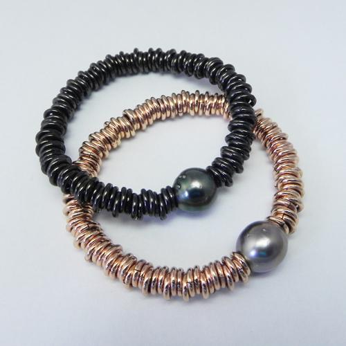 Armbänder aus Bronze mit Tahiti- oder Südseeperle