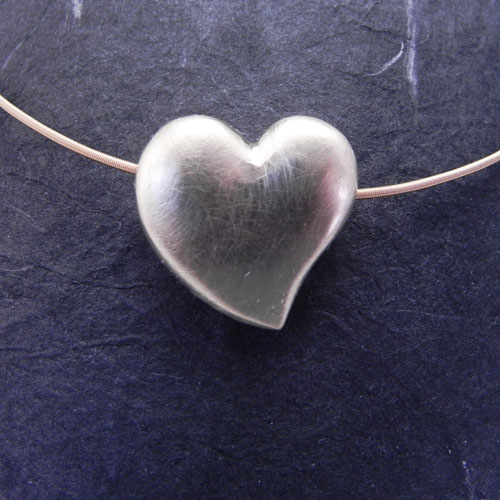 Herz aus Roségold, handgeschmiedet. Zur Anfertigung wurde Altgold vom Kunden verwendet