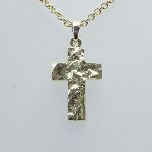 Kreuz aus Gelbgold, wurde von Mutter und Tochter zur Erstkommunion selbst angefertigt.
