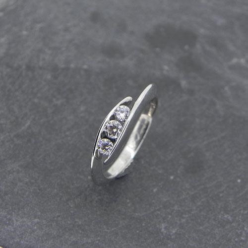 Verlobungsring aus einem Worshop. Mein Kunde hat diesen wunderschönen Verlobungsring aus Weissgold selber