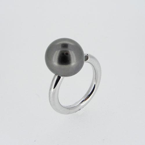 Ring_mit_einer_Perle