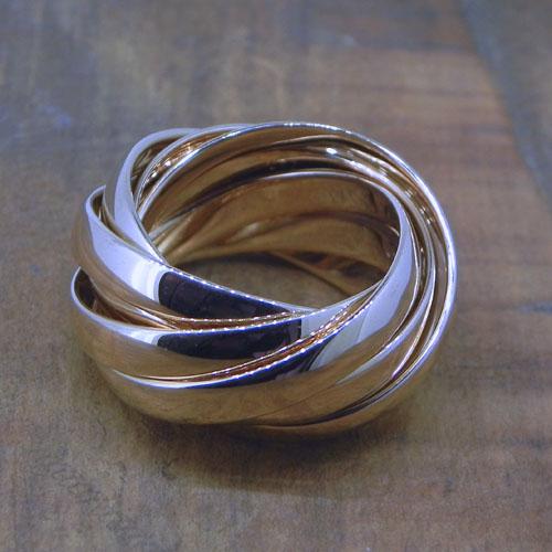 Rollring aus neun Ringen. Eine Anfertigung aus Goldschätzen der Kunden