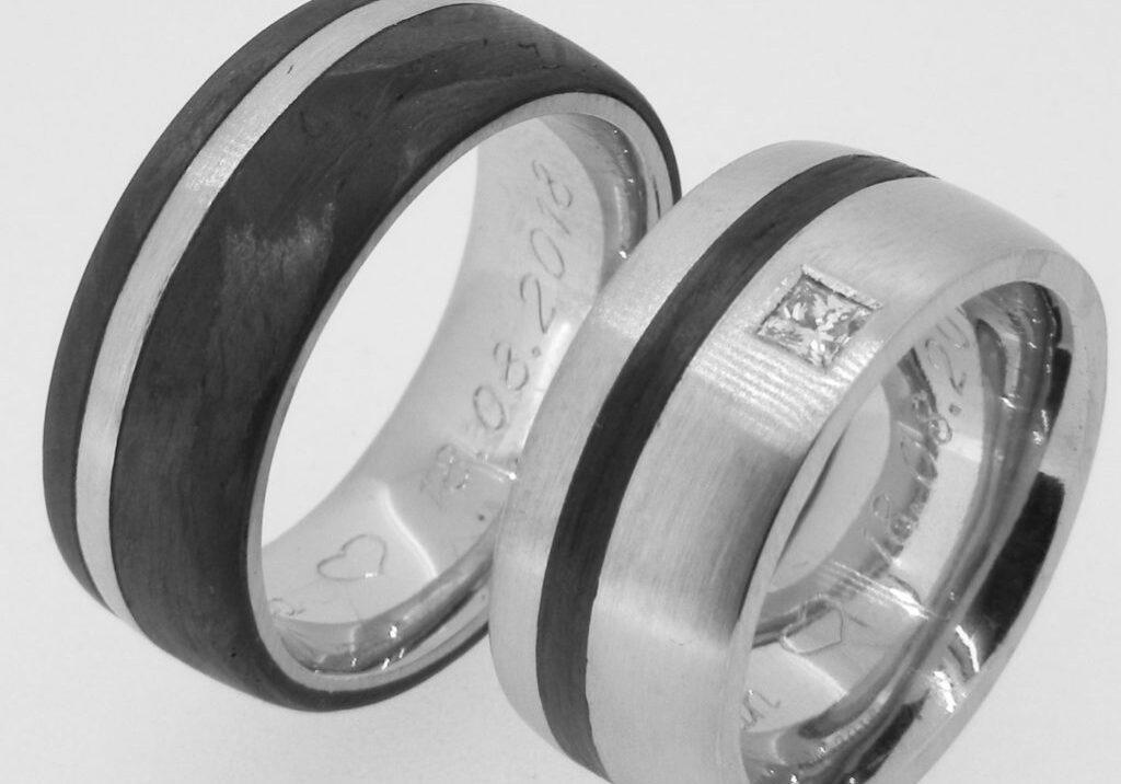 gegengleiche Eheringe aus Carbon mit Stahl