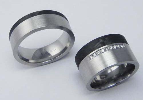 Trauringe aus Stahl mit Carbon, Damenring mit 9 Brillanten à 0.01 H-si