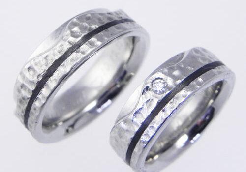 Trauringe aus Palladium mit Holzstruktur. In den Ringen wurde schweizer Nussbaum verwendet. Ringe wurden von meinen Kunden selber angefertigt.